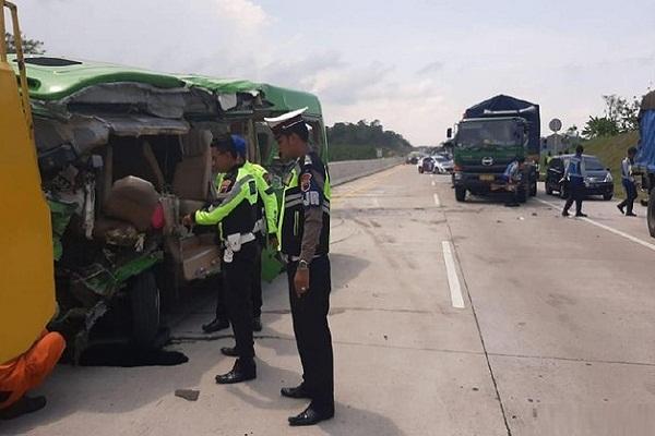 Kecelakaan Maut di Tol Batang-Semarang, 3 Kendaraan Terlibat, 1 Orang Meninggal
