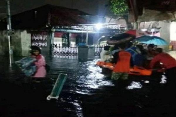 Jiwa Warga Melayang Akibat Banjir di Pekalongan, Ratusan di Pengungsian