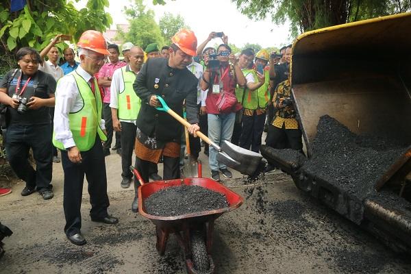 Aspal 1 Km Jalan, Udinus Semarang Gunakan Sampah Plastik