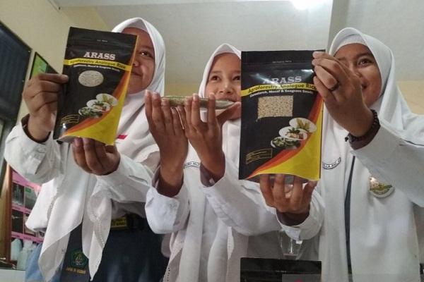 3 Pelajar MAN 1 Kudus Catat Prestasi di Thailand dengan Beras Analog