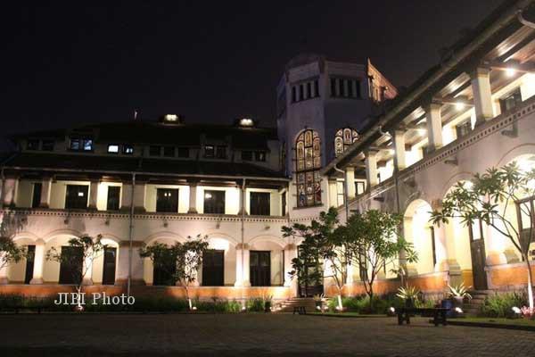 Pengin Dandan ala Noni Belanda di Bangunan Kolonial? Ke Lawang Sewu Aja…