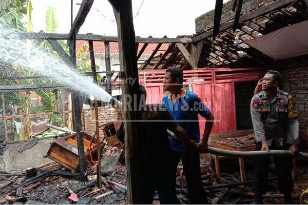 Kebakaran Rumah Grobogan Butuh 3 Mobil Pemadam