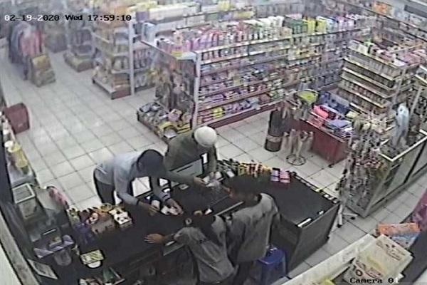 Penipuan 2 WNA di Temanggung Ini Terekam CCTV