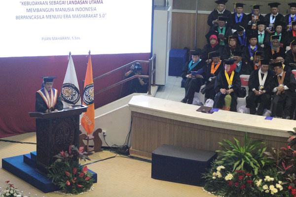 Ini Poin Penting Pidato Puan Saat Terima Gelar Doktor HC Undip Semarang