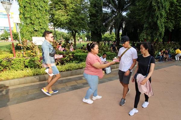 Star Hotel Semarang Bagikan Cokelat demi Valentine's Day