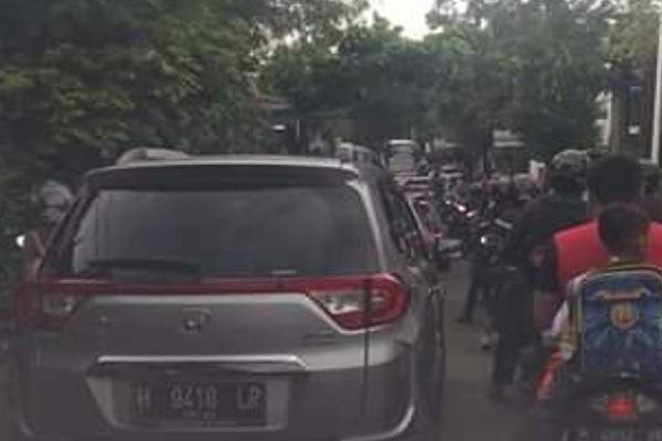 Meteseh Semarang Macet Parah, Netizen Tuntut Traffic Light