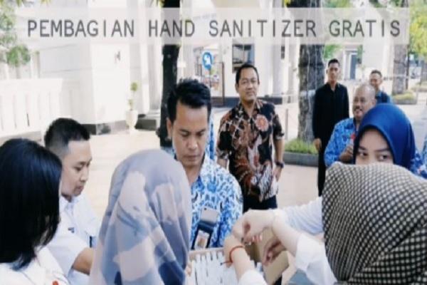Lawan Covid-19, Pemkot Semarang Bagikan 1.500 Botol Hand Sanitizer