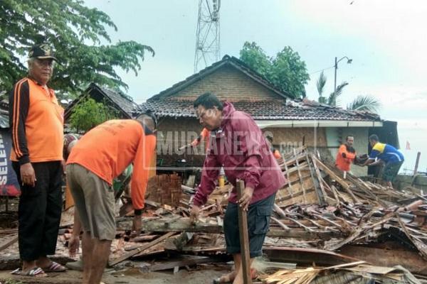Rumah Janda di Pati Ambruk Diterjang Hujan Angin