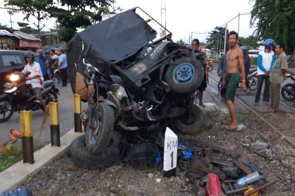 Diduga Mabuk, Tukang Tambal Ban di Semarang Terobos Pintu Perlintasan Kereta Api
