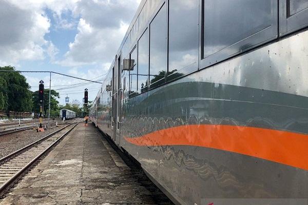 KAI Hentikan Lagi 2 KA Rute Jakarta-Semarang