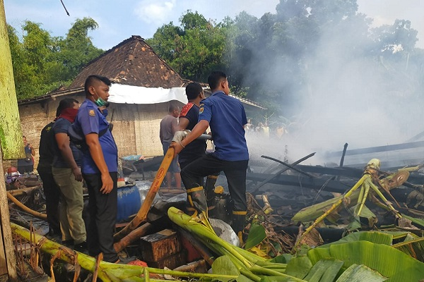 Kebakaran di Brati Grobogan Ludeskan 2 Rumah Limasan
