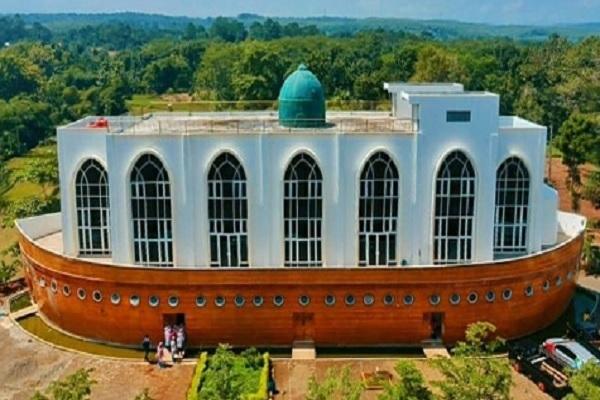 Ada Masjid Bak Kapal Nabi Nuh di Semarang