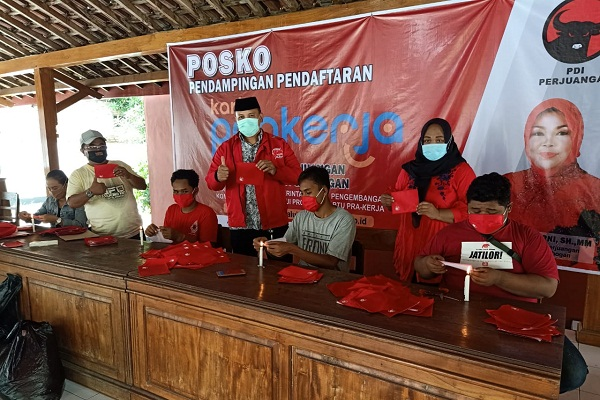 Prihatin Perilaku Masyarakat, Parpol Ini Bagikan Ribuan Masker di Grobogan