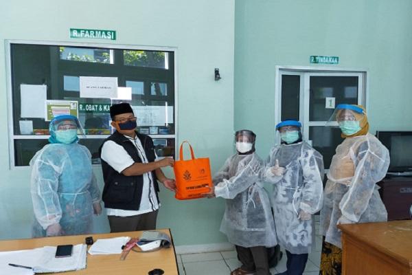 UIN Walisongo Beri APD ke Tenaga Medis di Semarang