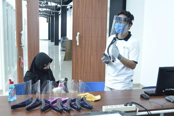 Udinus Buat Face Shield untuk Tenaga Medis di Semarang