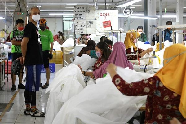 Pabrik Garmen di Semarang Ini Bikin APD & Masker dari Kain Sisa