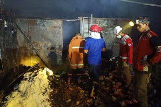 Bagian dalam toko kelontong yang terbakar di Wirosari, Grobogan, Jateng. (Semarangpos.com-Pemerintah Kecamatan Wirosari)