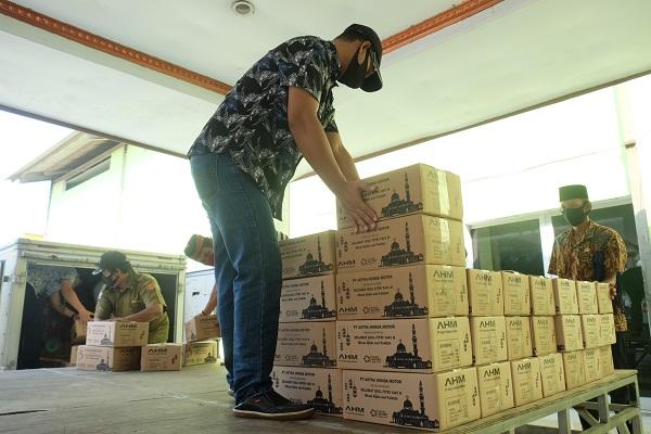 Astra Honda Motor Bagikan 1.100 Paket Sembako di Bulan Ramadan