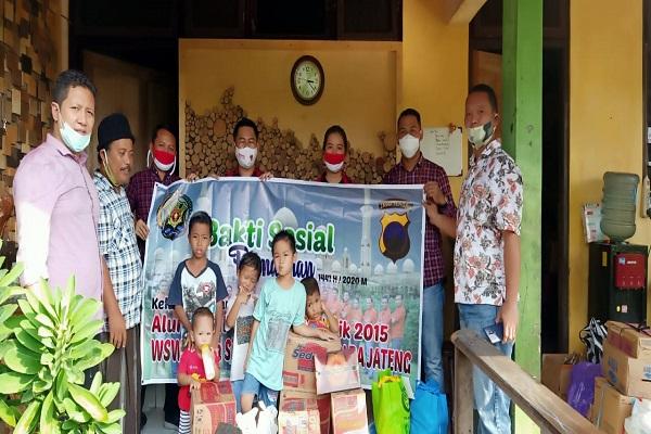 Alumni Sekolah Inspektur Polisi Khusus Penyidik 2015 Bagikan Paket Sembako di Semarang