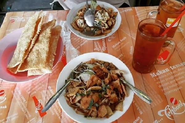 Mie Kopyok Pak Dhuwur Sederhana Namun Nikmat di Semarang