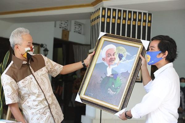Gibran Beri Bantuan APD ke Gubernur Jateng