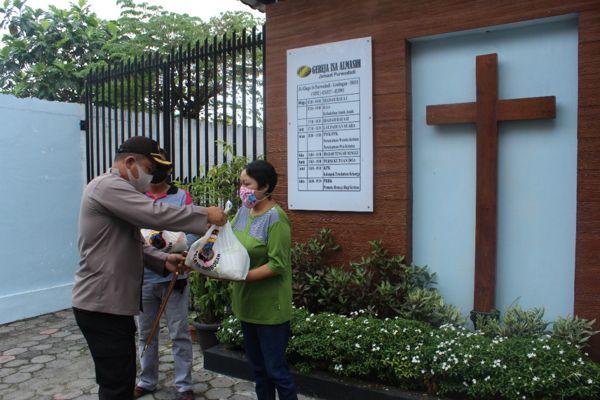 Di Tengah Pandemi Covid-19, Polres Grobogan Beri Kejutan Pengurus Tempat Ibadah