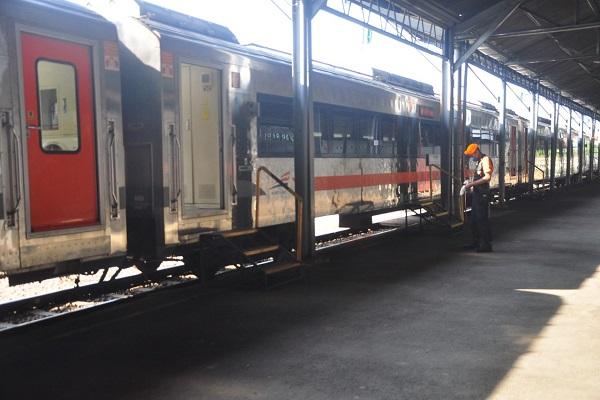 KLB di Stasiun Tawang Tolak 26 Penumpang, KAI Berlakukan Ganjil-Genap