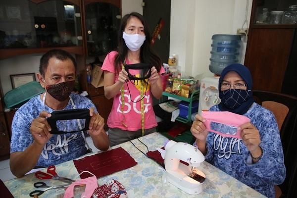 Pasangan Difabel di Semarang Bikin Masker Transparan, Ini Tujuannya…