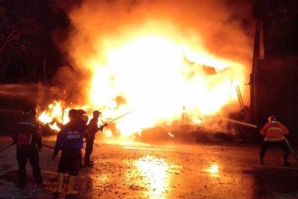 Gudang Ban di Kudus Terbakar, Kerugian Ditaksir Rp1 M