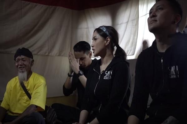 Sara Wijayanto Diajak Penjaga Alas Ketonggo Kunjungi Petilasan Brawijaya V