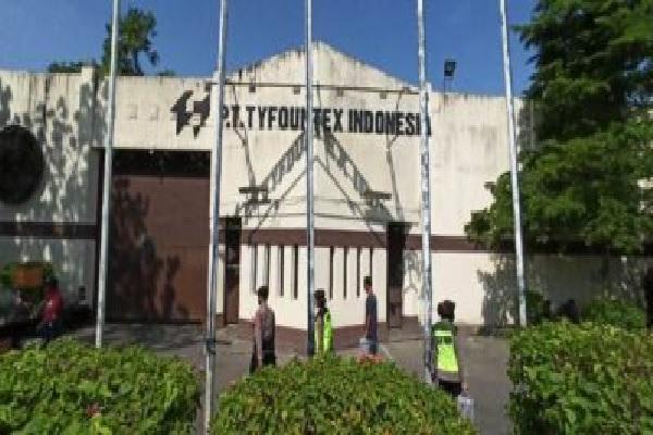 Berisiko Persebaran Covid-19, Demo Ratusan Karyawan PT Tyfountex Sukoharjo Dibubarkan Aparat