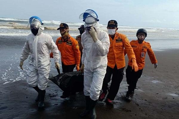 Tim SAR Temukan Jasad Wisatawan Hilang di Pantai Cilacap