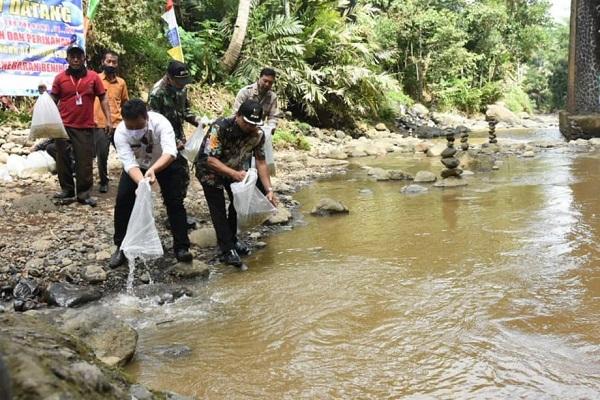 Stok Ikan di Sungai Menurun, Ini Cara Pemkab Wonosobo Mengatasinya…