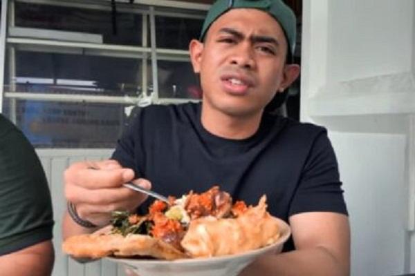 Youtuber Tanboy Kun Sarapan Pedas di Solo, Ini Menunya…