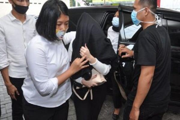 Artis FTV Hana Hanifah Tak Berbusana Lengkap saat Digerebek Polisi