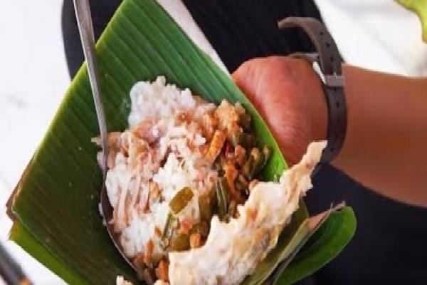 Di Kebumen, Dyo Coba Nikmatnya Nasi Kendil