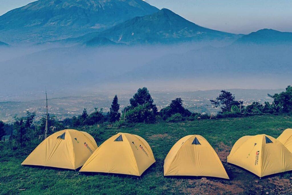 Kemah Berlatar Pemandangan Semarang, Mawar Camp Area Tempatnya…