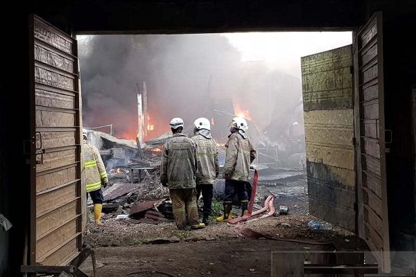 Kebakaran Landa Gudang Cat di Kota Semarang
