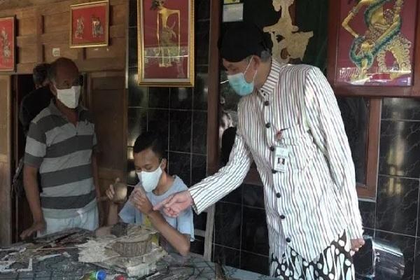 Bimo Bikin Wayang Ganjar Pranowo Bermasker