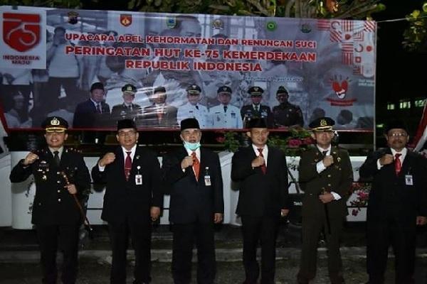 Pejabat Kebumen Renungan Suci di TMP Peringati HUT RI