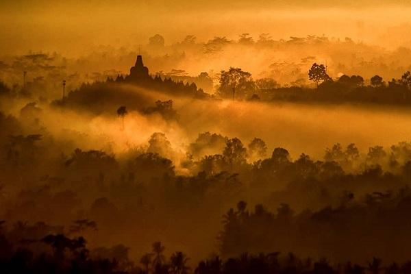 Tengok Cantiknya Candi Borobudur Saat Sunrise dari Punthuk Setumbu