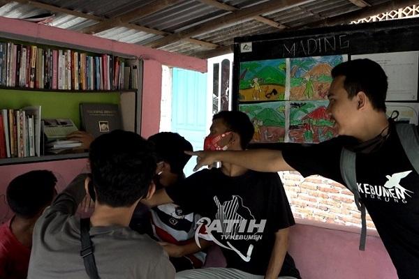 Poskamling Jadi Taman Baca, Ini Asa Pemuda Kebumen