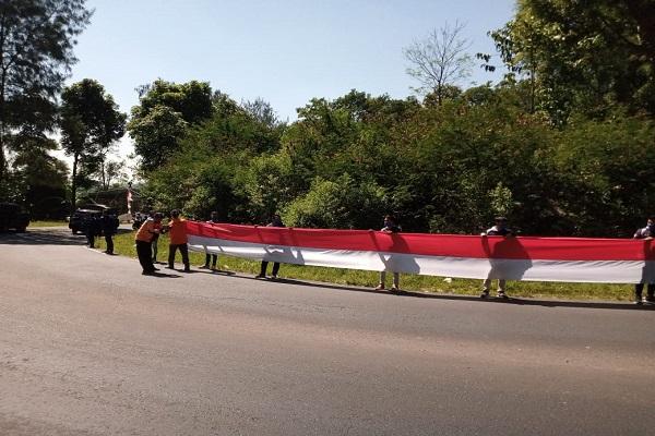 Merah Putih Sepanjang 1.000 Meter Terbentang di Kaki Gunung Merbabu