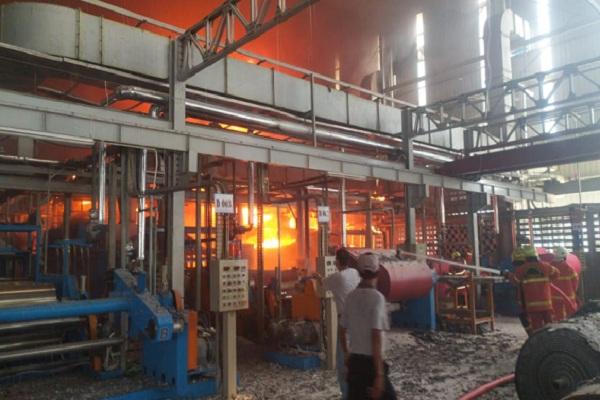 Kebakaran Landa Pabrik Pengolahan Plastik di Salatiga
