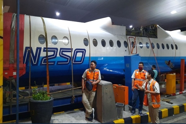 Diangkut ke Yogya, Pesawat Habibie Tersendat di Tol Semarang