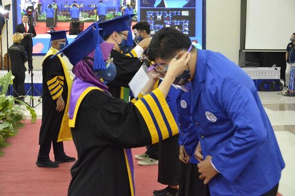 4.092 Mahasiswa Baru Udinus di Semarang & Kediri Dilantik Secara Online