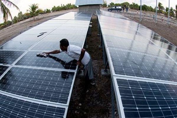 ESDM Jateng Sebut Baru 4 Perusahaan Gunakan Panel Surya Atap