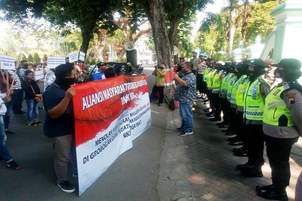 Menolak KAMI, Puluhan Orang Demo di DPRD Grobogan