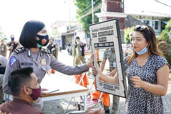 Tak Gunakan Masker, Warga di Salatiga Disuruh Foto