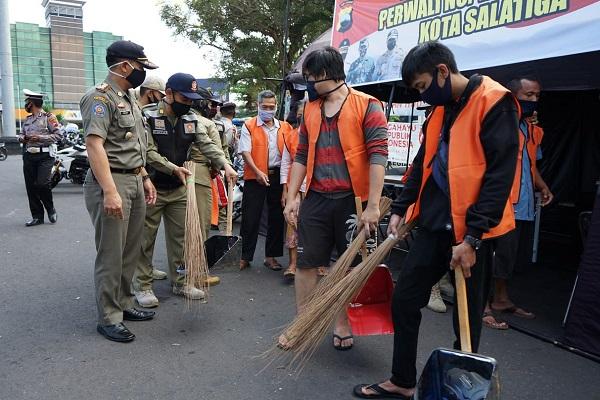 Bandel, Pelanggar Protokol Kesehatan di Semarang Bakal Nyapu Kuburan